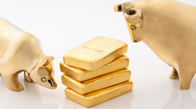 Paulson's out... But JP Morgan and Goldman Sachs Are in: Go Long Gold!